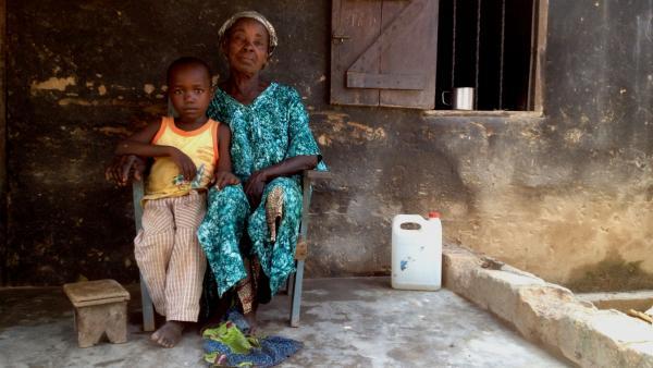 Bangui: premiers retours dans les quartiers dévastés par les violences