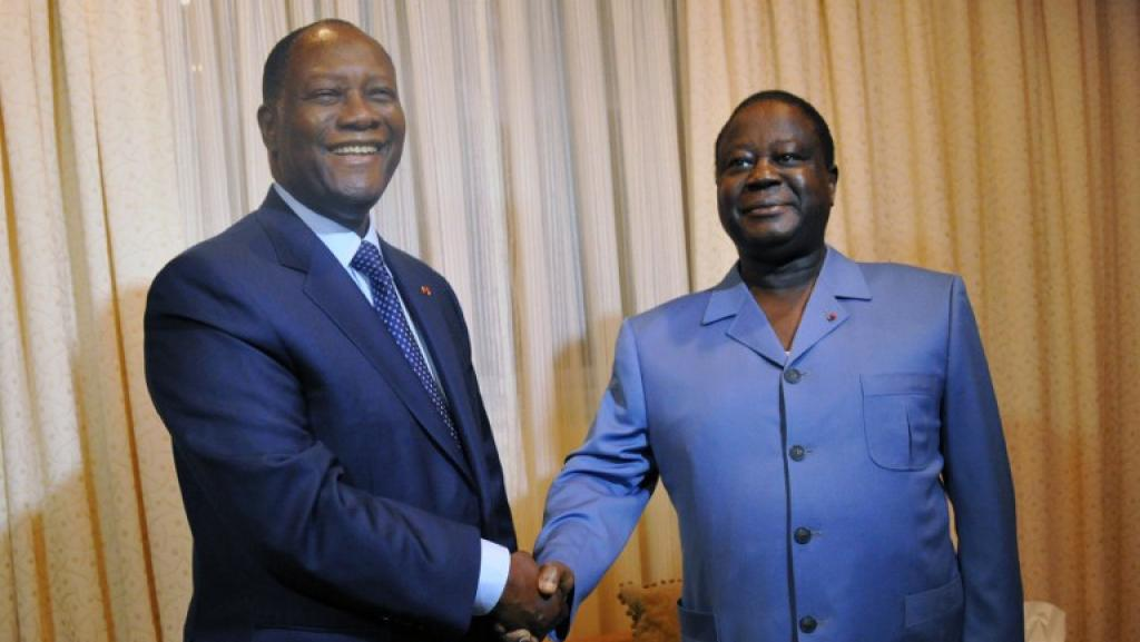 Alassane Ouattara (à gauche) et Henri Konan Bédié en novembre 2012. SIA KAMBOU / AFP