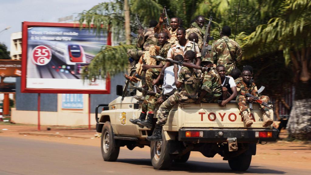 Soldats de la Seleka en patrouille à Bangui, le 5 décembre 2013. REUTERS/Emmanuel Braun