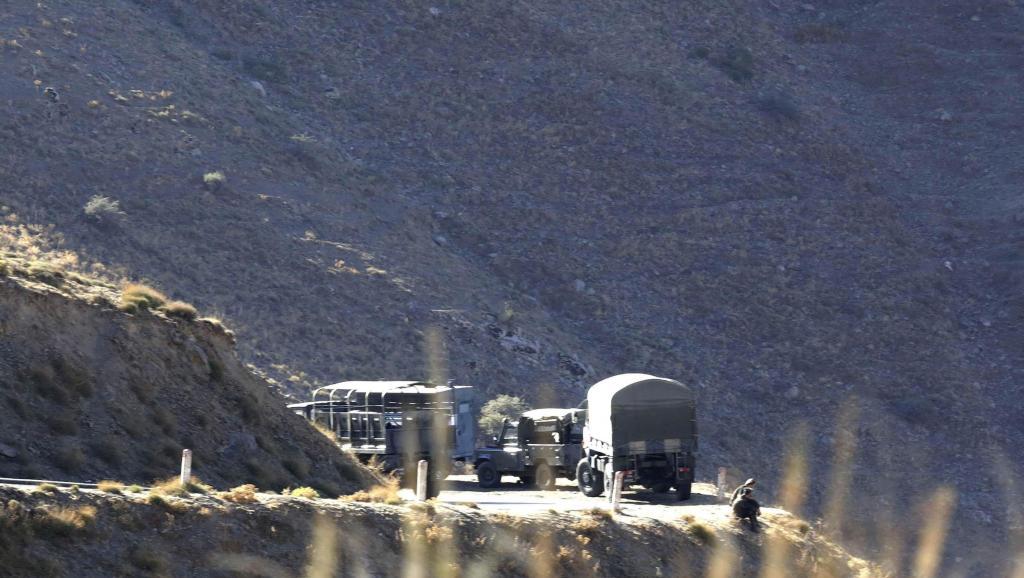 Des troupes militaires algériennes recherchent activement l'otage français, le 23 septembre 2014. REUTERS/Louafi Larbi