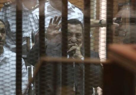 Egypte: la justice se prononce sur le sort de l'ancien président Moubarak