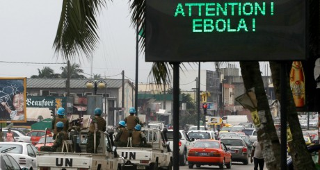 Il faut militariser la lutte contre Ebola