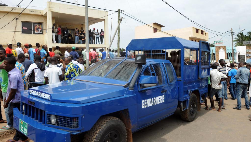 Un véhicule de la gendarmerie togolaise lors d'une manifestation à Lomé, le 25 juillet 2013. AFP PHOTO/PIUS UTOMI EKPEI