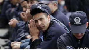 2000 policiers manifestent à Alger