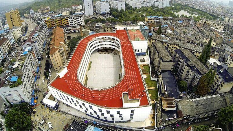 Une piste d'athlétisme sur le toit d'une école en Chine