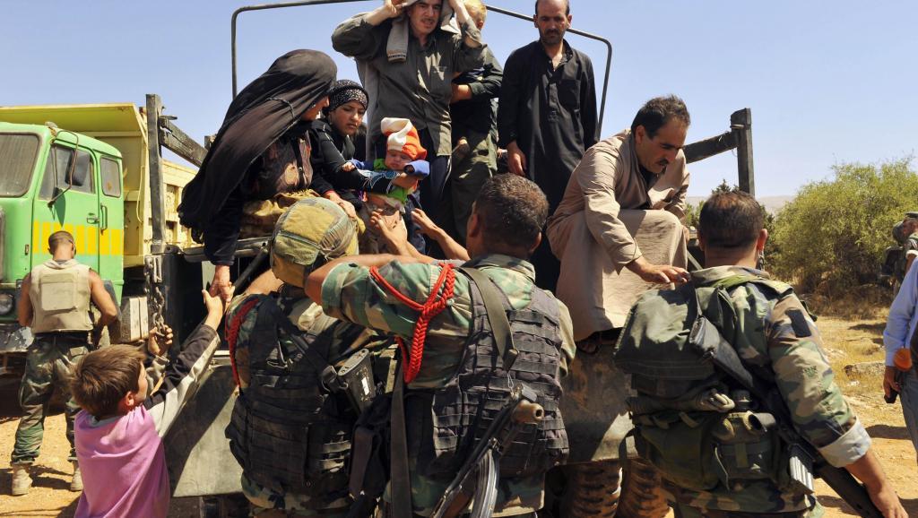 Réfugiés syriens évacués de la ville d'Ersal par l'armée libanaise, le 4 août 2014. REUTERS/Hassan Abdallah