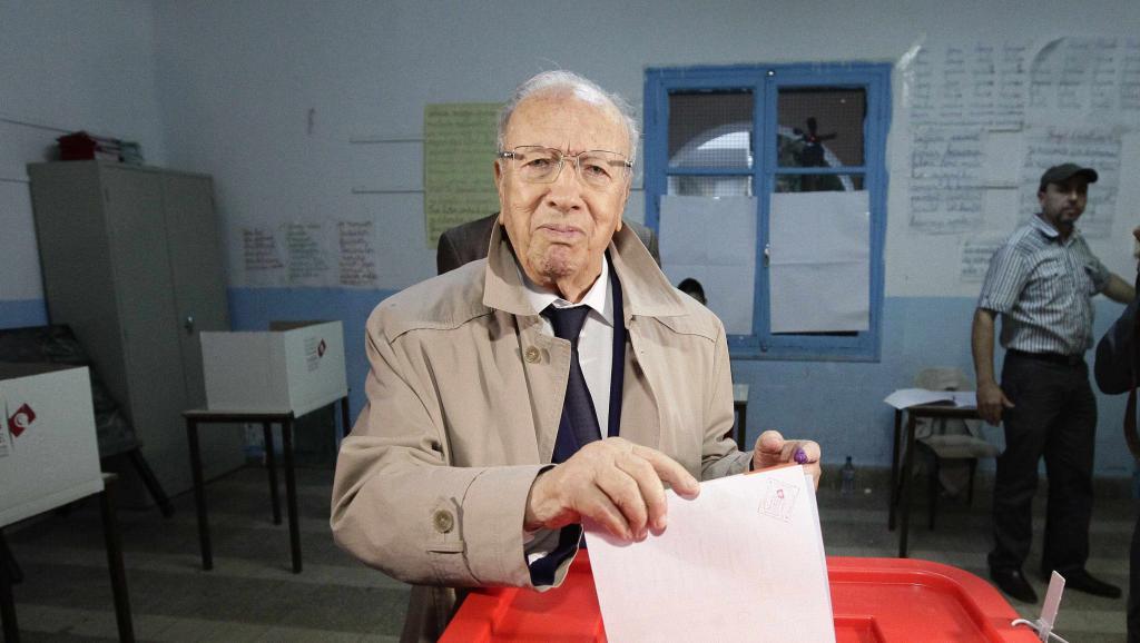 Béji Caïd Essebsi, leader de Nida Tounes, en plein vote à Tunis le 26 octobre 2014. REUTERS/Anis Mili