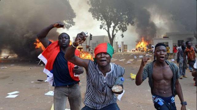Urgent - Burkina Faso : Une dizaine de morts côté manifestants - défection des forces de l'ordre