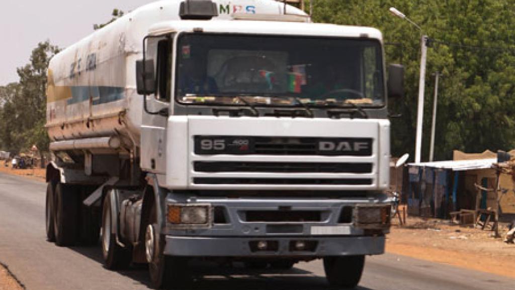 Des pompistes mettent en garde: «bientôt Ouagadougou pourrait être affectée» par une pénurie d'essence. borderlesswa.com