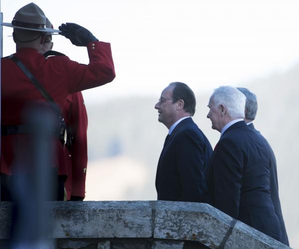 Le président français François Hollande et le Premier ministre canadian Stephen Harper, le 2 novembre à Banff. REUTERS/Mike Sturk