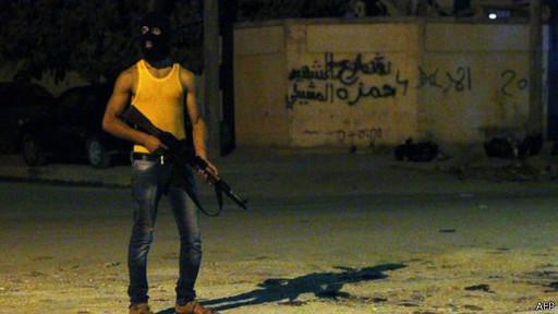 Les habitants de Benghazi se battent contre les islamistes.