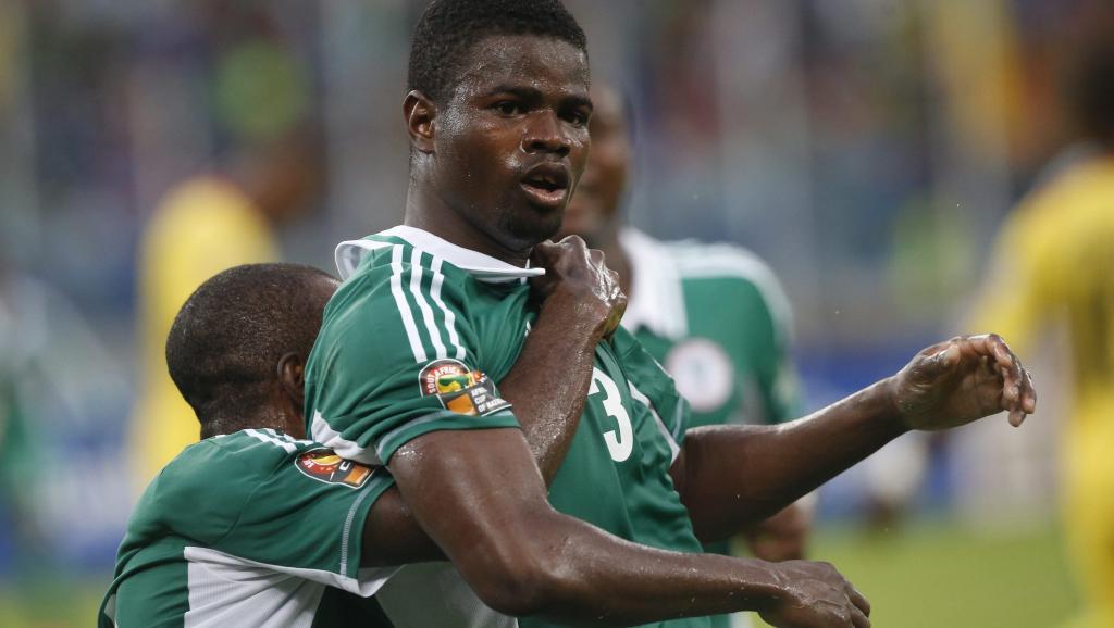 Le footballeur nigérian Elderson Echiejile félicité par ses coéquipiers après son but contre le Mali en demi-finale de la CAN 2013, le 6 février à Durban. REUTERS/Mike Hutchings
