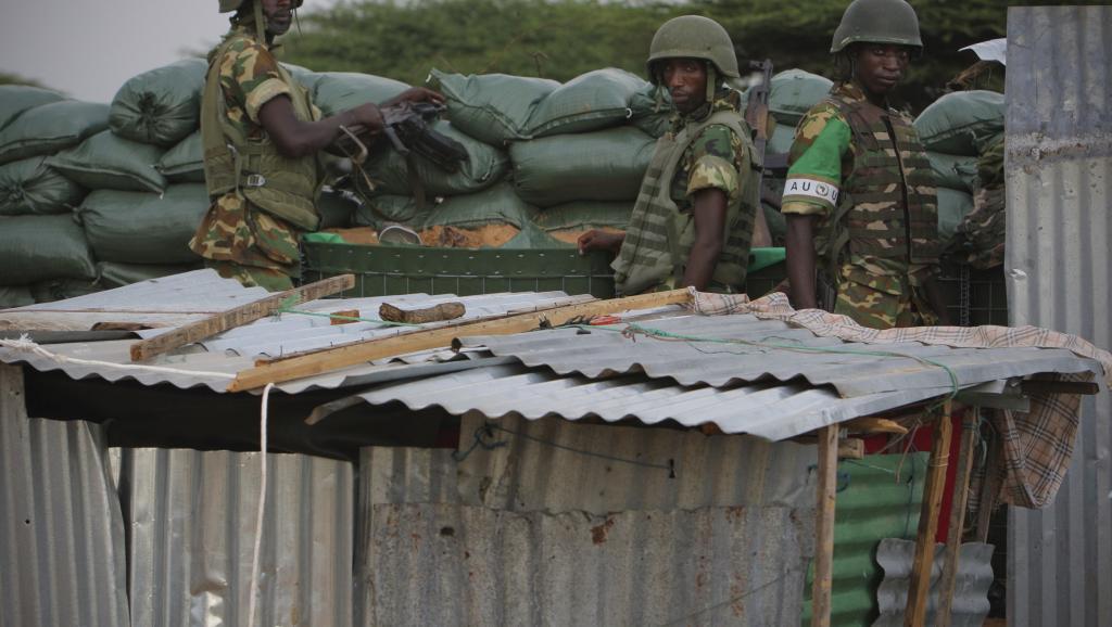 Des soldats du Burundi membres de l'Amisom, installés dans le district de Deynile, le 18 novembre 2011. Reuters