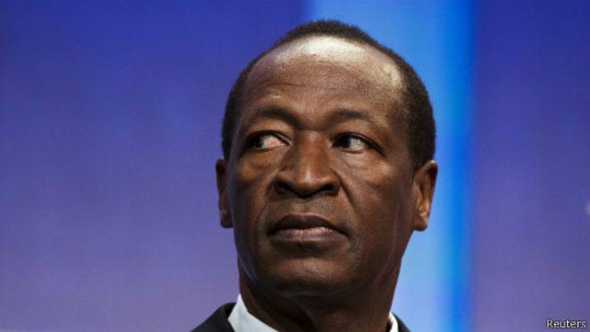 Après avoir démissionné le vendredi 31 octobre après 27 ans au pouvoir, le président Blaise Compaoré s'est réfugié avec sa famille en Côte d'Ivoire