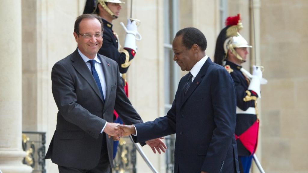 Blaise Compaoré (D) accueilli à l'Elysée par François Hollande, le 18 septembre 2012. Photo AFP / Bertrand Langlois