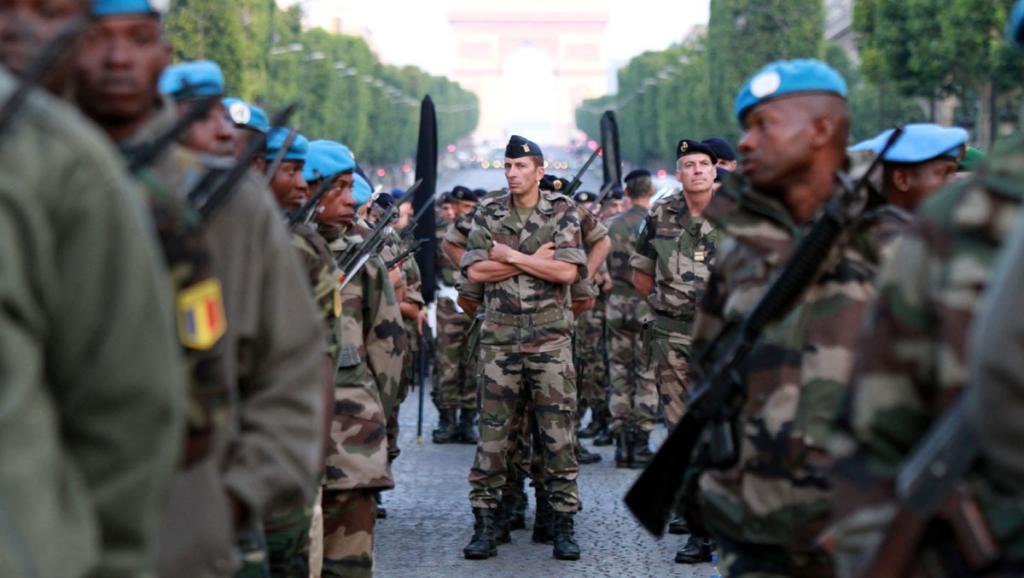 Les soldats de la Minusma sur les Champs-Elysées à l'occasion du défilé du 14-Juillet. RFI/Pierre René-Worms
