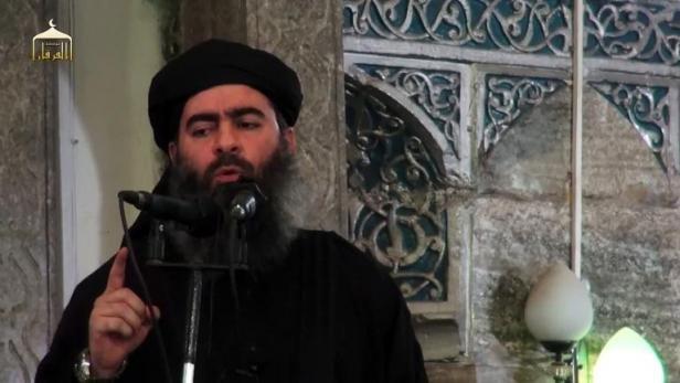 20minutes.fr/20minutes.fr - Image tirée d'une video de propagande diffusée le 5 juillet 2014 par al-Furqan Media, montrant le dirigeant du groupe Etat islamiste, Abou Bakr al-Baghdadi dans une mosquée