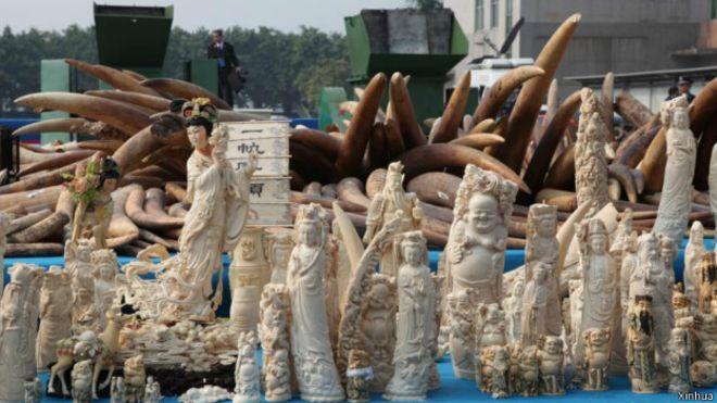L'ivoire est utilisé pour la fabrication de sculptures traditionnelles