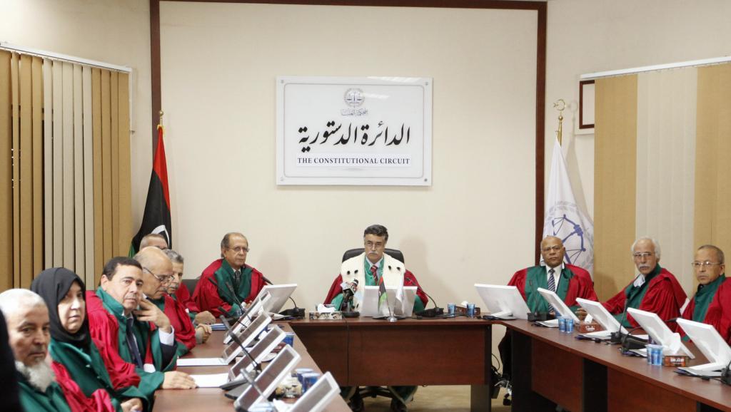 Le juge Kamal Bashir Dahan, à la tête de la Cour Suprême libyenne, a invalidé l'amendement qui a permis l'élection de la Chambre des représentants, le parlement, mis en place il y a un peu plus d'an an. REUTERS/Ismail Zitouny
