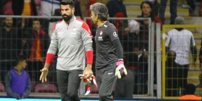 Euro - Victime d'insultes, le gardien turc Demirel refuse de jouer