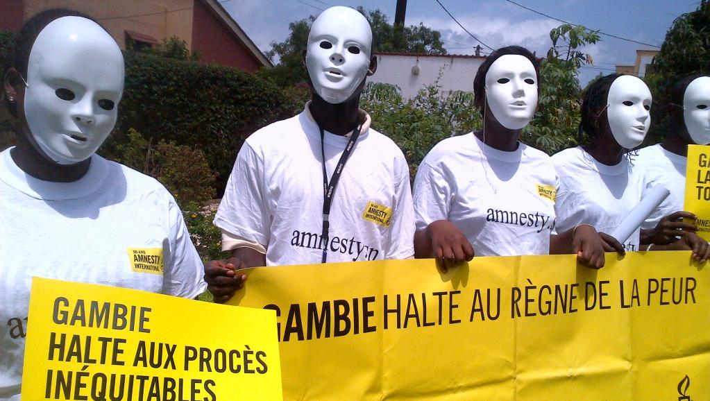 Manifestation d'Amnesty International et de la Ligue des droits de l'homme à Dakar en juillet 2013 pour demander à la communauté internationale de ne pas détourner les yeux de la Gambie. RFI/Carine Frenck