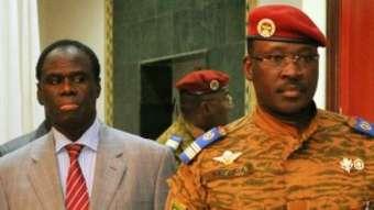 Le Président du Faso Michel Kafando et le Premier ministre Isaac Zida (à droite)