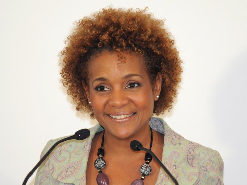 Candidate à la succession de Diouf : Michaëlle Jean, une polyglotte, un parcours atypique jalonné de consécrations
