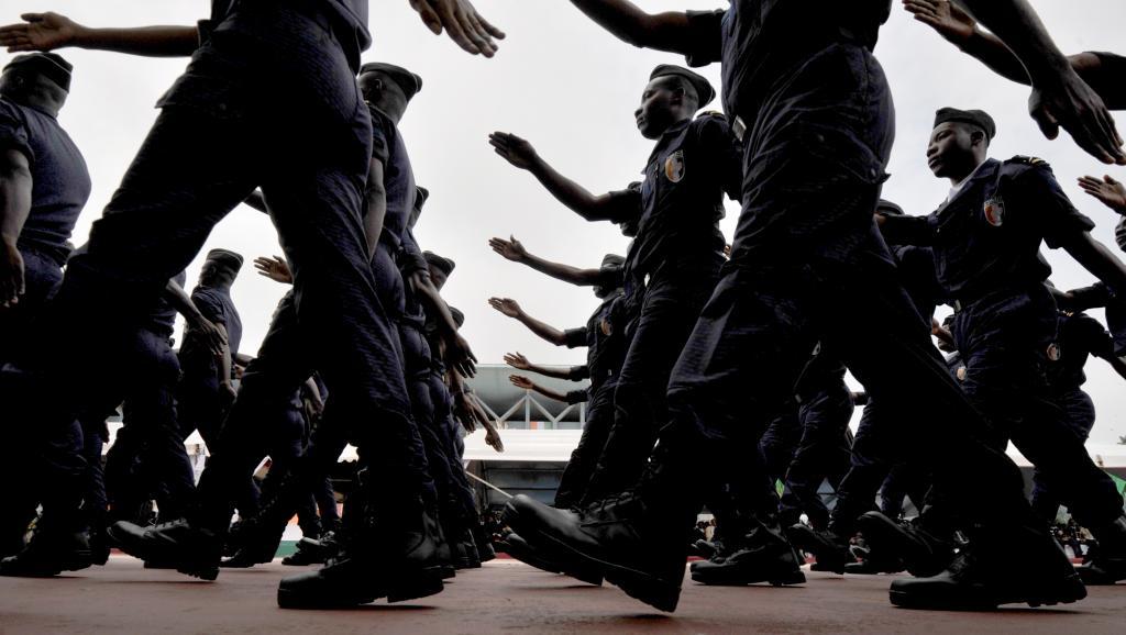 Plusieurs centaines de jeunes gens ont pillé des bâtiments de la police et de la gendarmerie. AFP PHOTO/ ISSOUF SANOGO