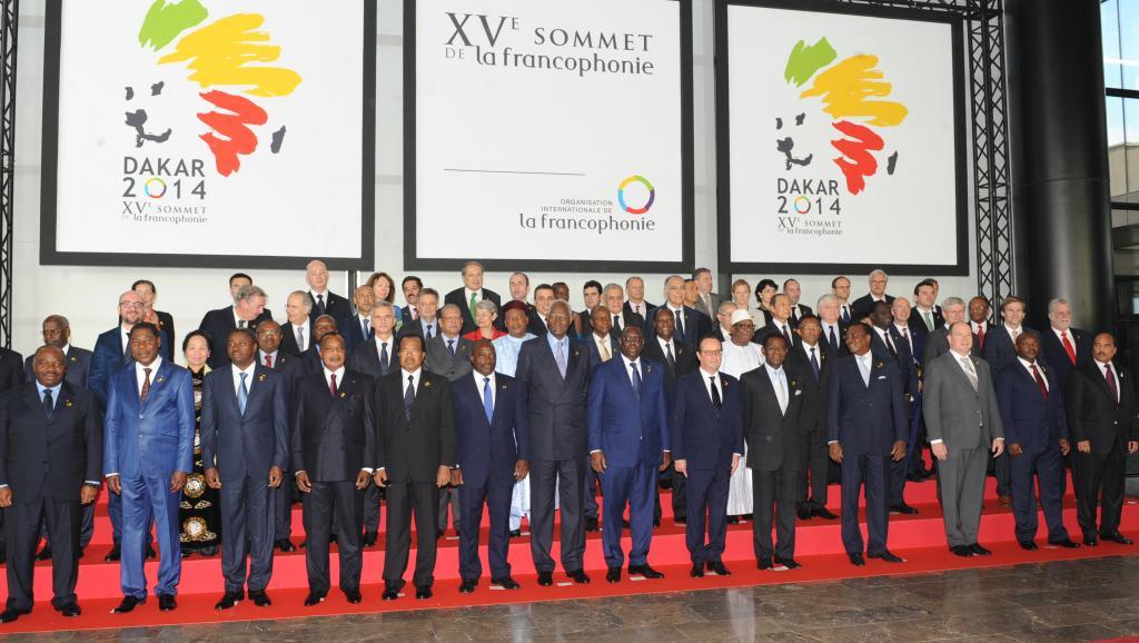 «Photo de famille» des chefs d'Etat et de gouvernement présents au XVe sommet de la Francophonie, à Dakar, le 29 novembre 2014. AFP PHOTO/STR
