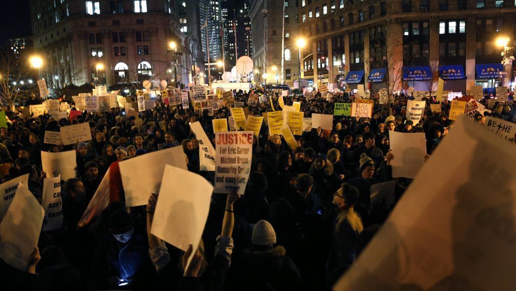 Morts de Noirs aux Etats-Unis: les manifestants ne décolèrent pas
