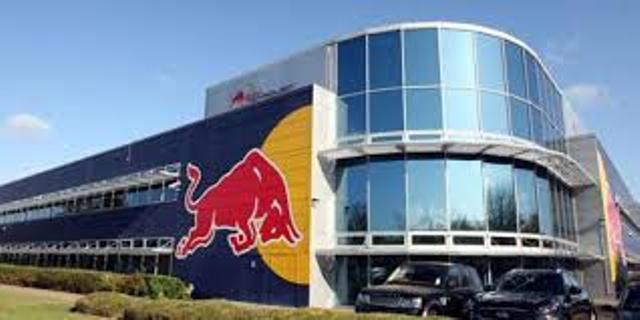 Formule 1: le siège de Red Bull attaqué, 60 trophées dérobés