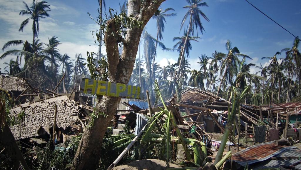 Maisons détruites dans le village de Mantang au centre des Philippines. AFP