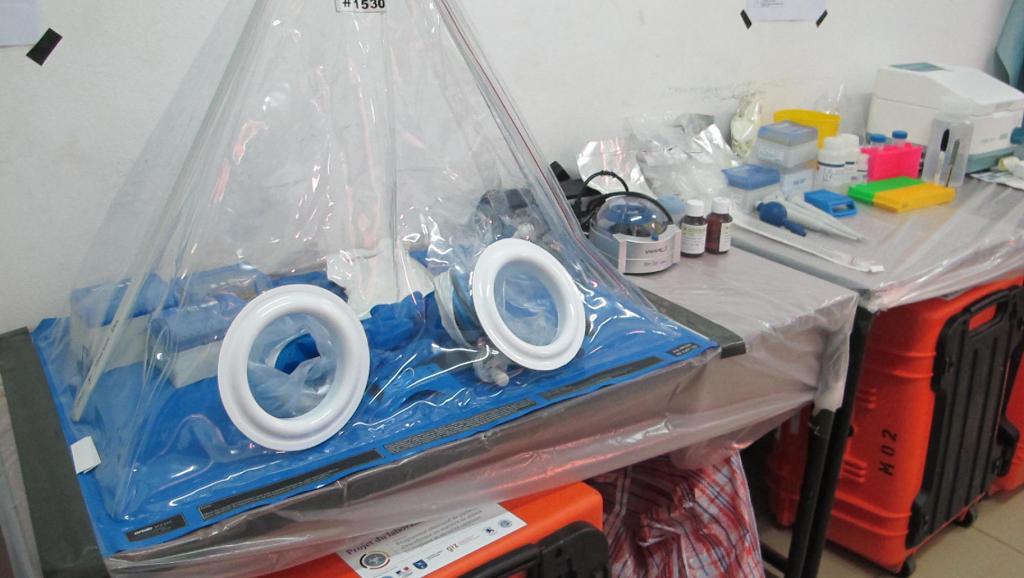 Un laboratoire mobile qui permet de détecter et de prendre en charge les cas d'Ebola. David Baché/RFI
