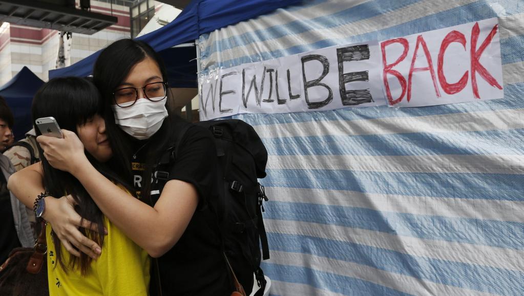 Deux militantes pro-démocratie dans le quartier d'Admiralty, le 11 décembre 2014 à Hong Kong. REUTERS/Bobby Yip