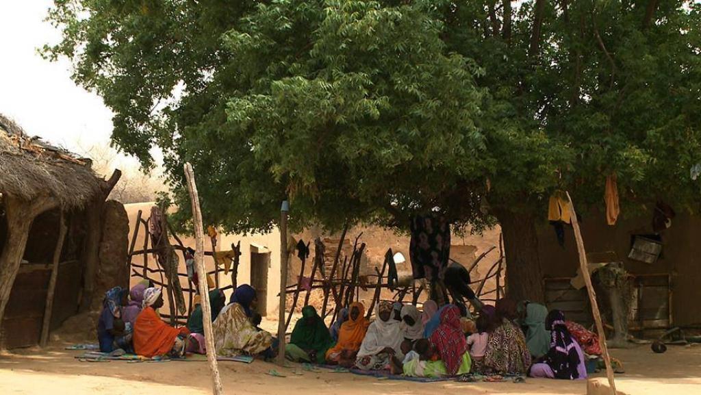 Des femmes dans le village Donaye en Mauritanie. Scène du documentaire « Retour sans cimetière » du réalisateur mauritanien Djibril Diaw.