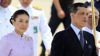 Srirasmi est la troisième femme du prince thaïlandais.