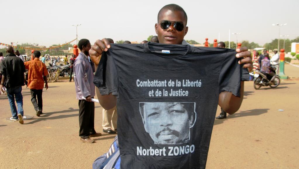 Un manifestant burkinabè présent à la cérémonie du souvenir de Norbert Zongo, le 13 décembre 2014, à Ouagadougou. Yaya Boudani / RFI