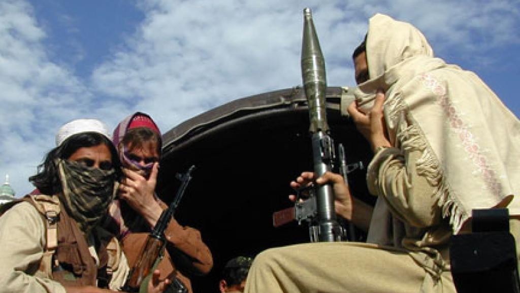 Des talibans, armés de lance-roquettes et de mitraillettes dans le nord-ouest du Pakistan. Photo: Reuters