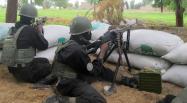 Les soldats camerounais (ici en juin 2014 dans la ville-frontière d'Amchidé) ont dû battre en retraite face à l'avancée des islamistes.