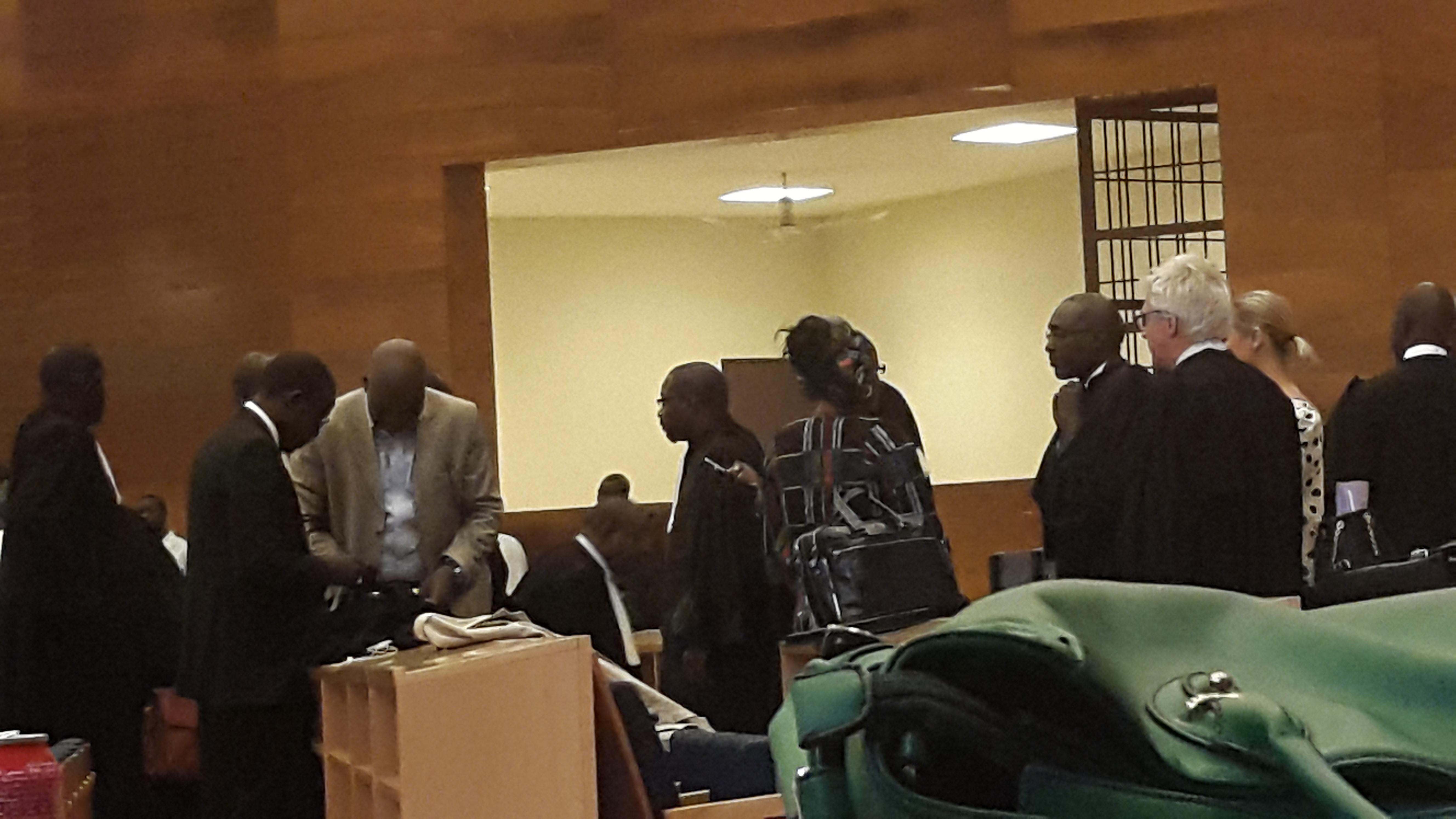 Direct procès de Karim: l'audience s'ouvre sur une arrestation