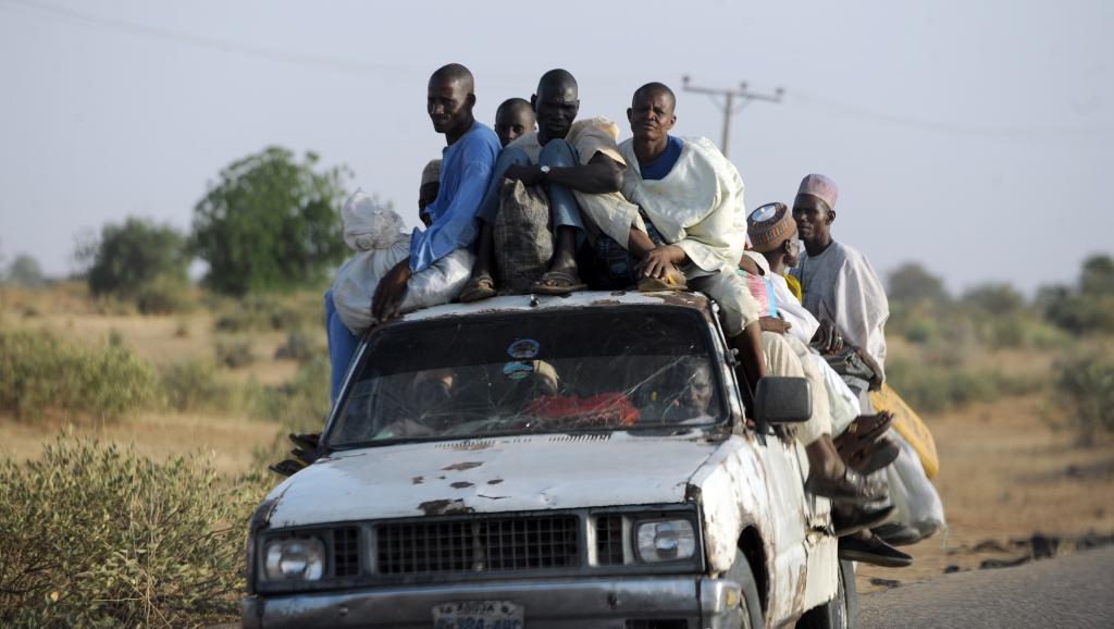 Des Nigérians fuient la ville de Baga, dans l'Etat de Borno. AFP PHOTO/PIUS UTOMI EKPEI