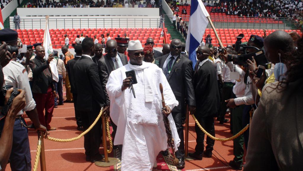 Le président gambien Yahya Jammeh, le 23 juin 2014, lors d'une visite en Guinée-Bissau. AFP PHOTO / ALFA BA