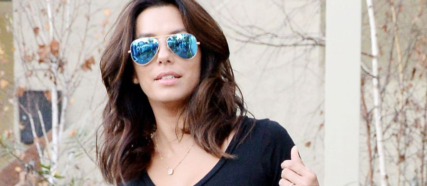 Eva Longoria fiancée ? : La star affiche une jolie bague à la main gauche...