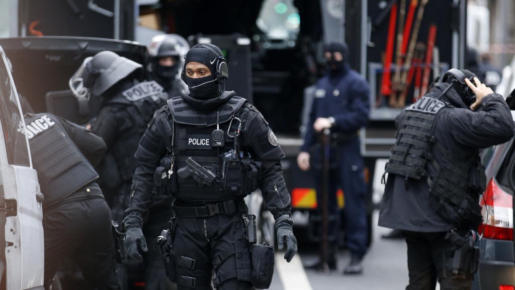 En direct: les suspects du massacre de Charlie Hebdo signalés