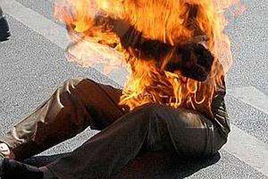 Un partisan de Karim Wade tente de s'immoler