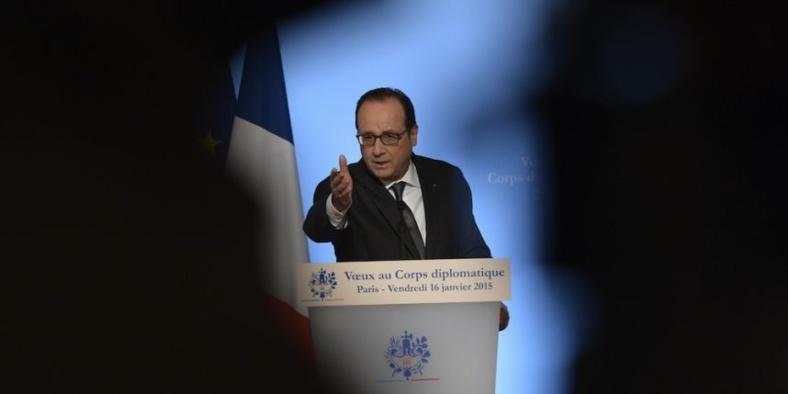 François Hollande demande aux Chefs d'État de punir tous ceux qui ont brulé le drapeau français