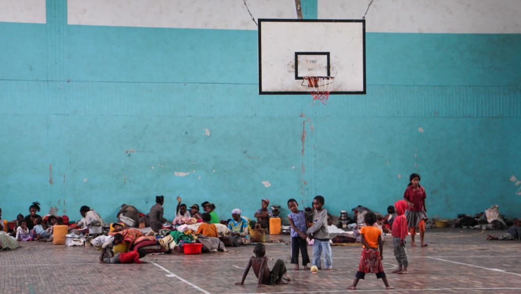 Dans ce gymnase d'un quartier pauvre de la capitale, 270 familles sinistrées sont hébergées pour dix jours. RFI/Jeanne Richard
