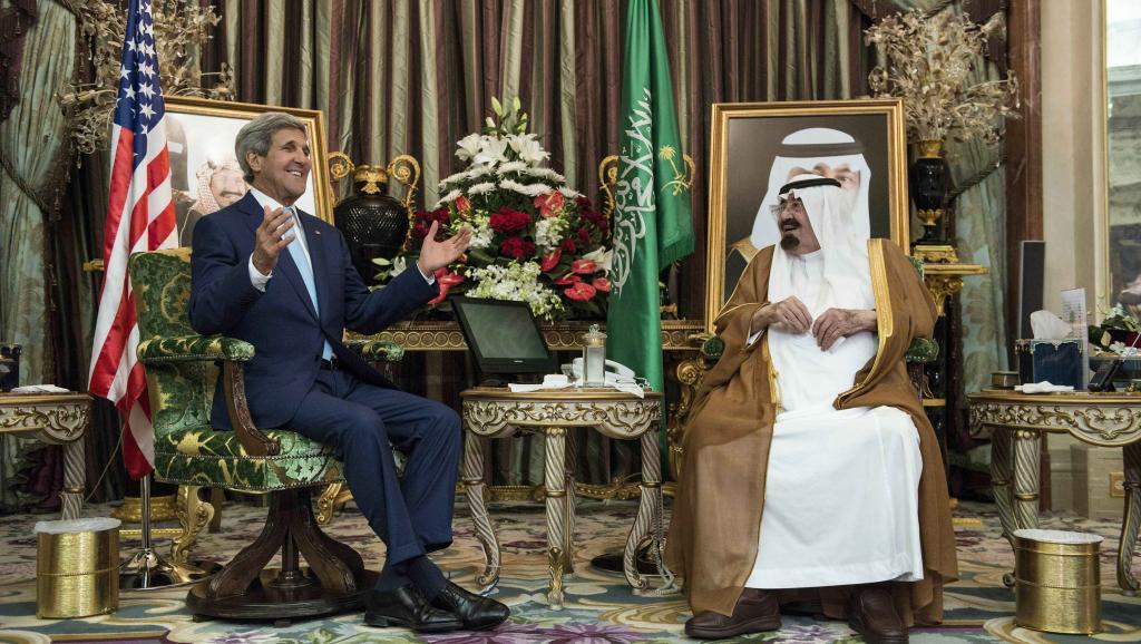 Le roi Abdallah d'Arabie saoudite recevant John Kerry en septembre 2014. Riyad est l'un des principaux alliés de Washington dans la région. REUTERS/Brendan Smialowski/Pool