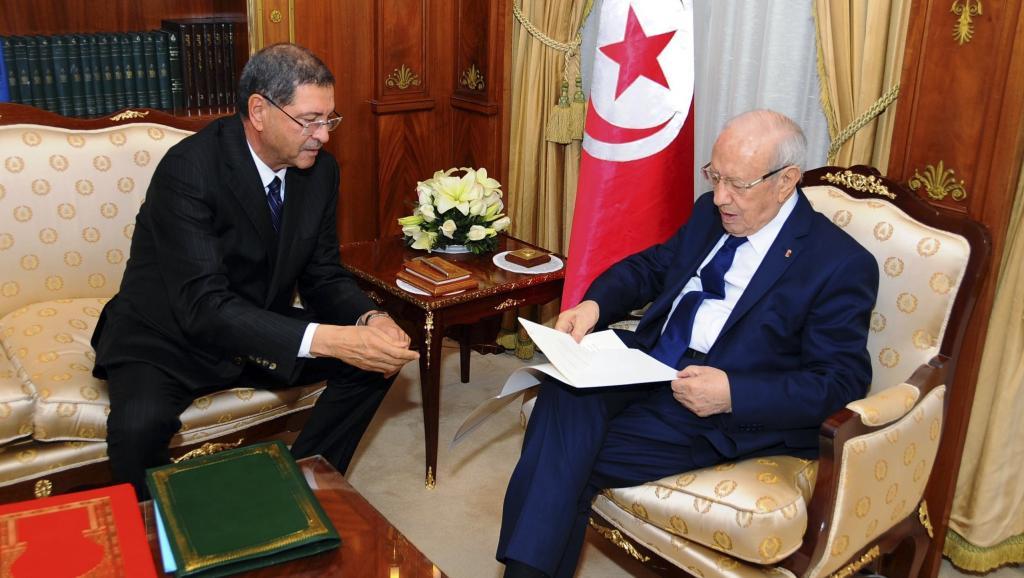 Le président Béji Caïd Essebsi et le nouveau Premier ministre Habib Essid, le 23 janvier 2015. REUTERS/Stringer