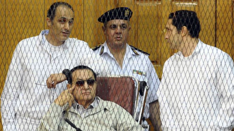 Ils ont été arrêtés avec leur père et ont été accusés de corruption, détournement de fonds et de délit d'initié.